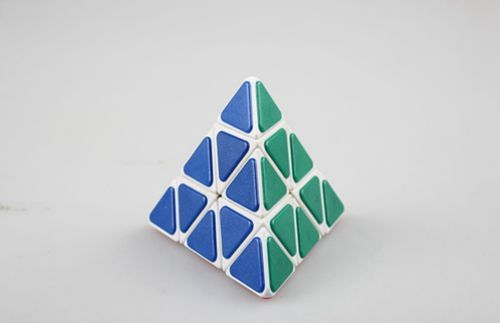 三角形魔方