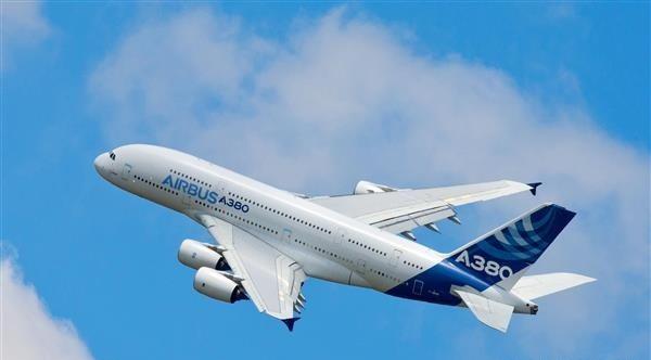 一架安装有3D打印扰流板致动器阀块的空客A380正在试飞 虽然2017年对空客及其增材业务来说相对平静,但在本月早些时候,这家航空巨头宣布已在其A330neo喷气式客机和BelugaXL运输机上安装了3D打印件(一个空气喷嘴和钻孔模板)。 去年,空客公司就打算在德国建造一个3D打印航空航天工厂,据说空客将与EOS和慕尼黑技术大学等知名公司和机构合作完成该工厂。